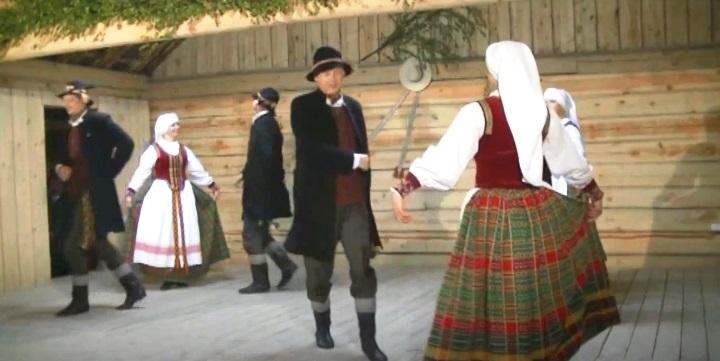 Liaudiškų šokių šventė ŠOKIS KAIP VAIVORYKŠTĖ…